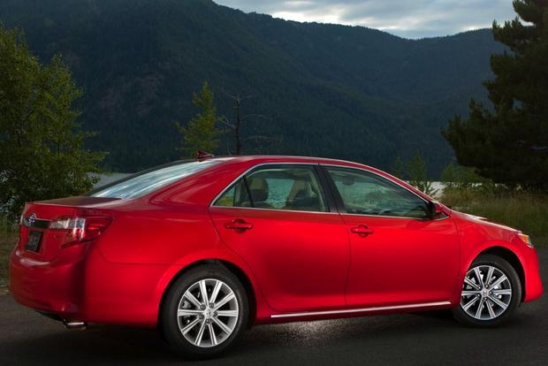 2014 vs. 2015 Toyota Camry: What's the Difference? featured image large thumb6