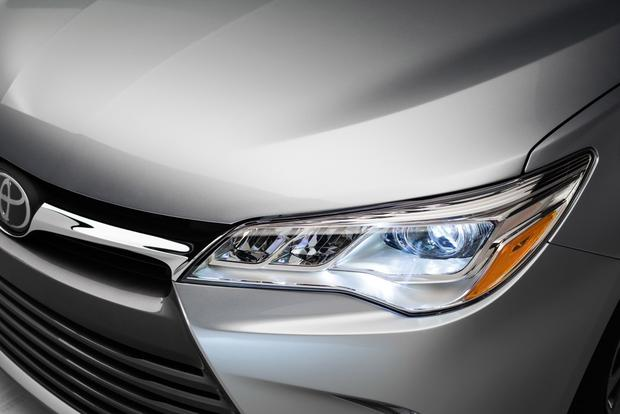 2014 vs. 2015 Toyota Camry: What's the Difference? featured image large thumb7