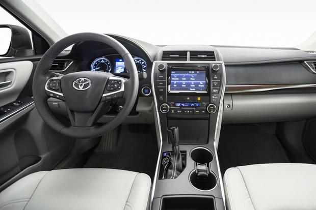 2017 Toyota Camry What S The Difference Featured Image Large Thumb8