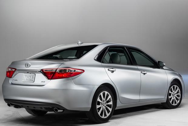 2014 vs. 2015 Toyota Camry: What's the Difference? featured image large thumb11