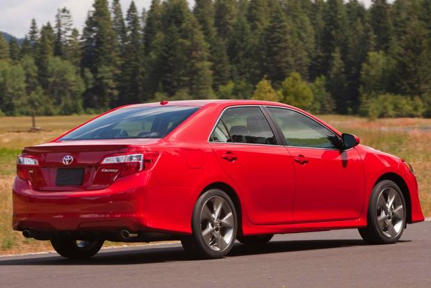 2014 vs. 2015 Toyota Camry: What's the Difference? featured image large thumb12
