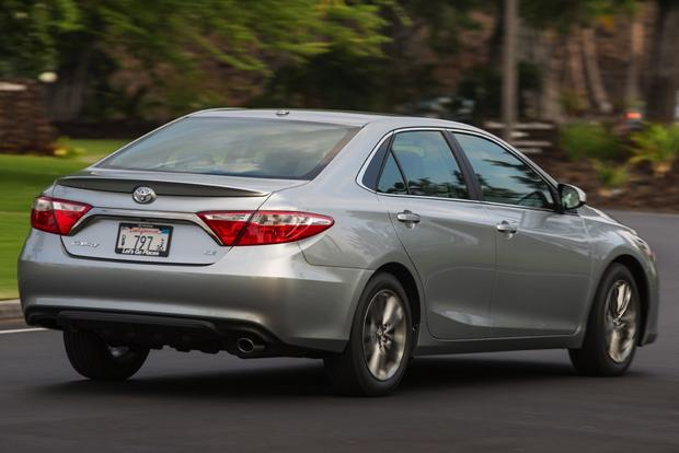 2015 Toyota Camry Hybrid: New Car Review featured image large thumb1