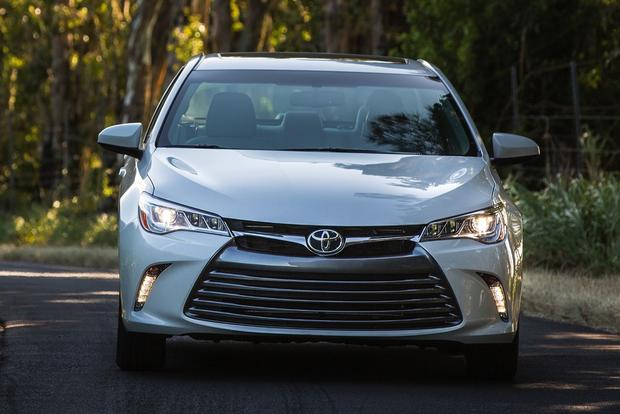 2015 Toyota Camry Hybrid: New Car Review featured image large thumb2