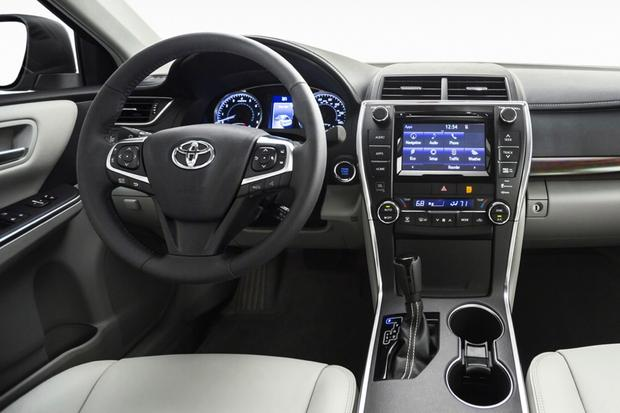 2017 Toyota Camry Hybrid New Car Review Featured Image Large Thumb3