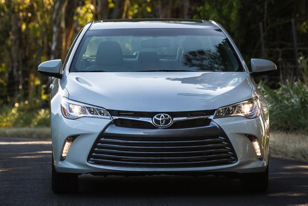 2015 Toyota Camry vs. 2015 Hyundai Sonata: Which is Better? featured image large thumb5