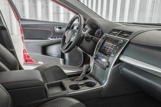 2015 Toyota Camry: What's New featured image large thumb3