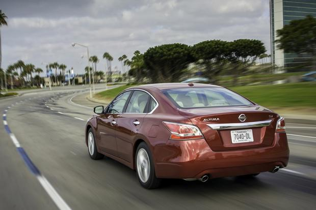 2015 Toyota Camry vs. 2015 Nissan Altima: Which is Better? featured image large thumb3