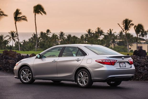 2015 Toyota Camry vs. 2015 Nissan Altima: Which is Better? featured image large thumb6