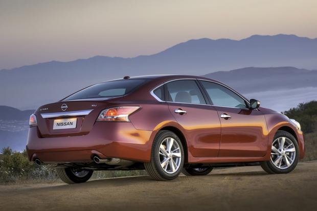 2015 Toyota Camry vs. 2015 Nissan Altima: Which is Better? featured image large thumb7