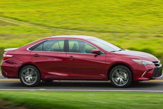 2015 Toyota Camry vs. 2015 Ford Fusion: Which is Better? featured image large thumb2