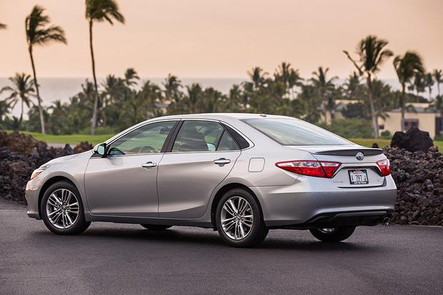 2016 Toyota Camry: New Car Review featured image large thumb4