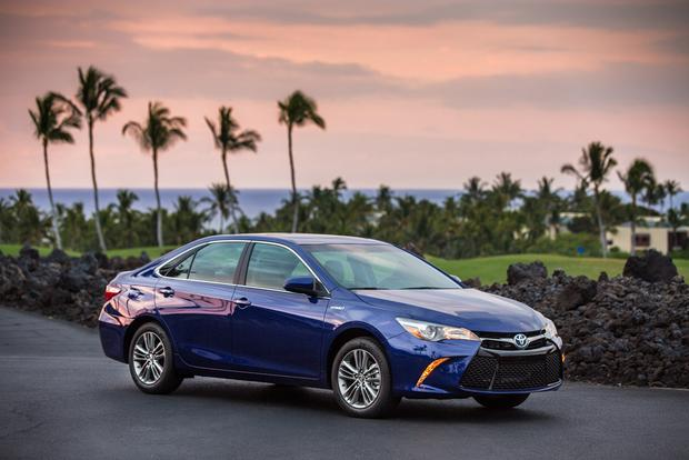 2016 Toyota Camry Hybrid New Car Review Featured Image Large Thumb2