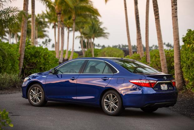 2016 Toyota Camry Hybrid New Car Review Featured Image Large Thumb3
