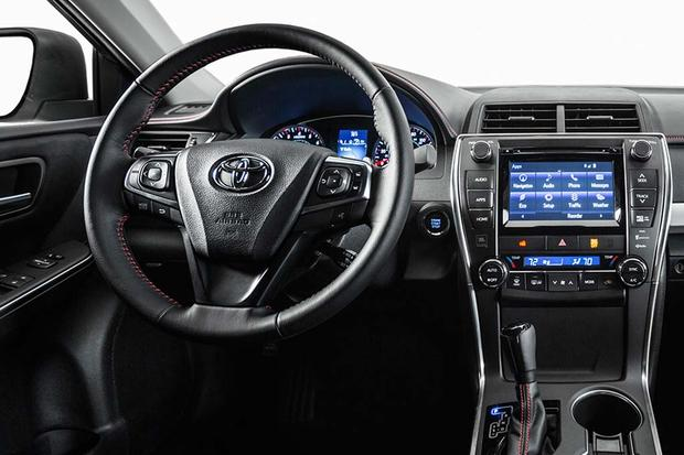2016 Toyota Camry vs. 2016 Toyota Avalon: What's the Difference? featured image large