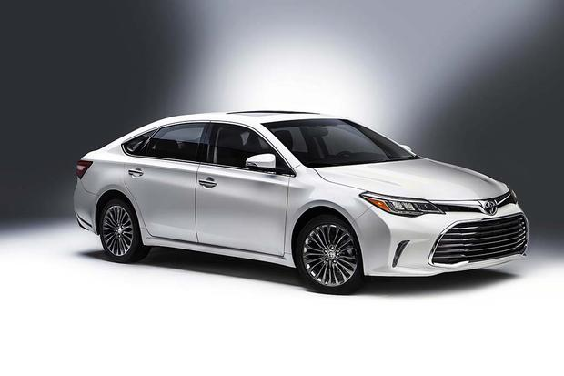 2016 Toyota Camry vs. 2016 Toyota Avalon: What's the Difference?