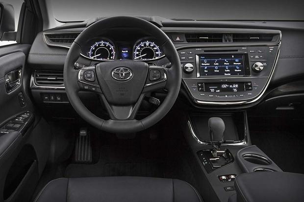 2016 Toyota Camry Vs 2016 Toyota Avalon What S The