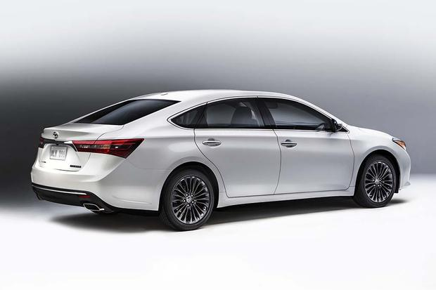 toyota camry hybrid and sedan difference The 2018 toyota camry is a real improvement on the past model generation, as this all-new midsize sedan has seen upgrades to its performance and fuel economy that truly leave its competition in the dust.