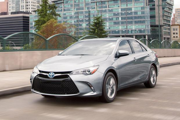2017 Toyota Camry Hybrid: New Car Review featured image large thumb0