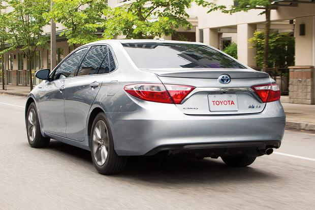 2017 Toyota Camry Hybrid: New Car Review featured image large thumb2