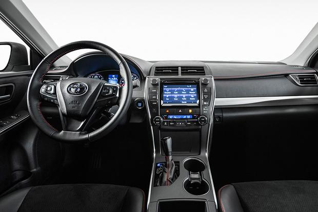 2018 Toyota Camry What S The Difference Featured Image Large Thumb7