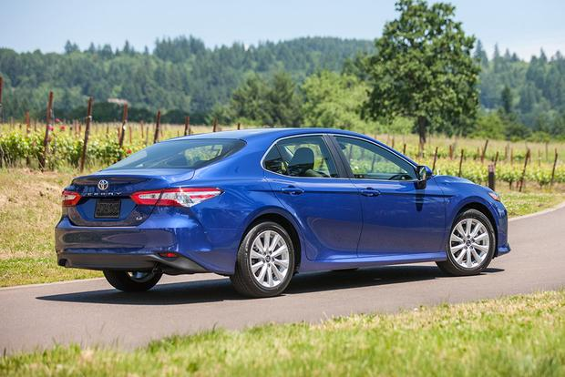 2017 vs. 2018 Toyota Camry: What's the Difference? featured image large thumb4