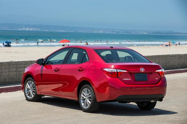 2015 Toyota Corolla vs. 2015 Ford Focus: Which is Better? featured image large thumb0