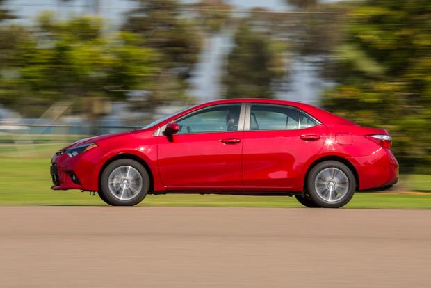 2015 Toyota Corolla vs. 2015 Ford Focus: Which is Better? featured image large thumb2