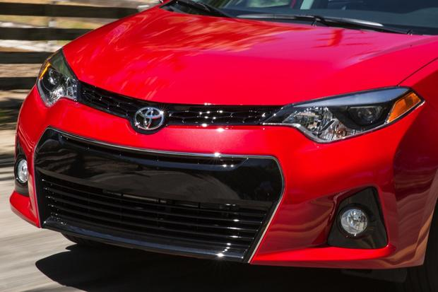 2015 Toyota Corolla vs. 2015 Ford Focus: Which is Better? featured image large thumb3