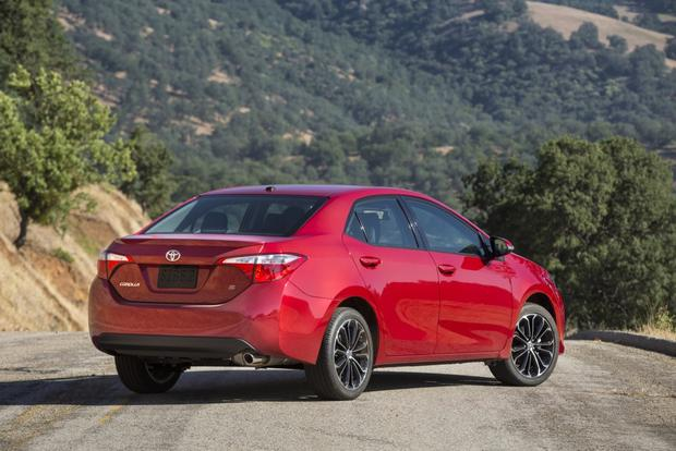 2015 Toyota Corolla vs. 2015 Ford Focus: Which is Better? featured image large thumb5