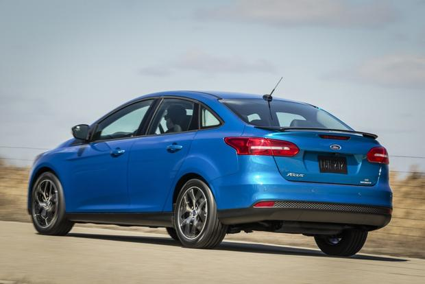 2015 Toyota Corolla vs. 2015 Ford Focus: Which is Better? featured image large thumb6