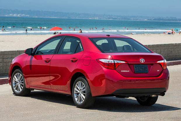 2016 vs. 2017 Toyota Corolla: What's the Difference? featured image large thumb7