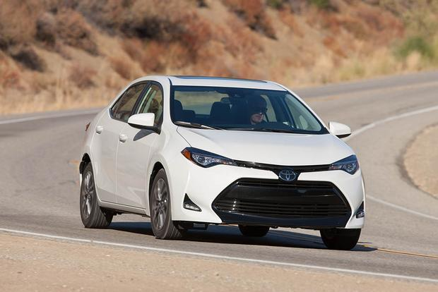 2016 vs. 2017 Toyota Corolla: What's the Difference? featured image large thumb0