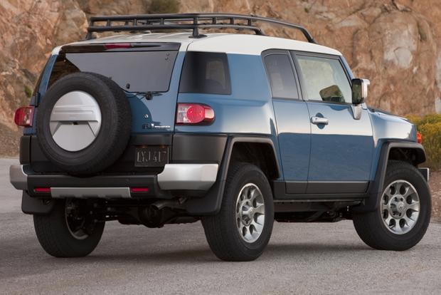 2007-2012 Toyota FJ Cruiser Used Car Review featured image large thumb1