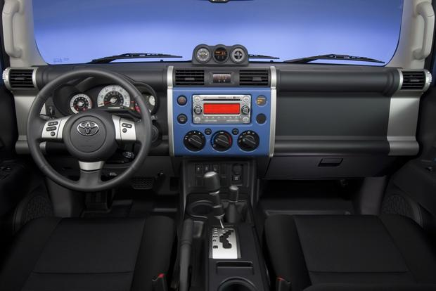 2007-2012 Toyota FJ Cruiser: OEM Image Gallery featured image large thumb2