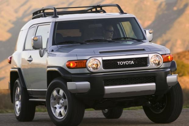 2007-2012 Toyota FJ Cruiser Used Car Review featured image large thumb5