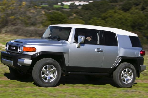 2007-2012 Toyota FJ Cruiser Used Car Review featured image large thumb7