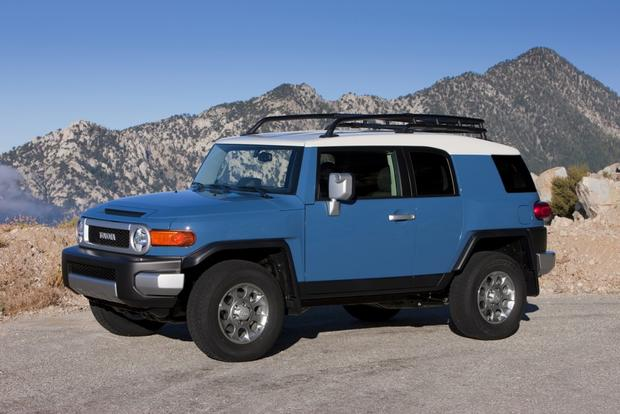 2014 Toyota FJ Cruiser: New Car Review featured image large thumb0
