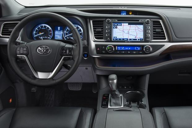 2013 Toyota Highlander For Sale >> 2013 Vs 2014 Toyota Highlander What S The Difference Autotrader