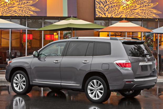 2013 vs. 2014 Toyota Highlander: What's the Difference? featured image large thumb11