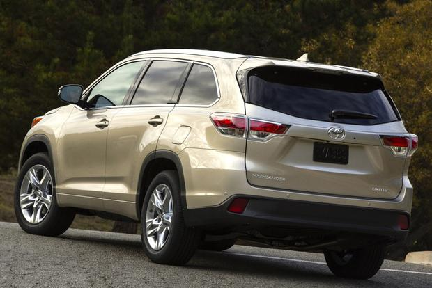 2014 Toyota Highlander vs. 2014 Hyundai Santa Fe: Which Is Better? featured image large thumb0