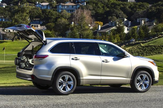 2014 Toyota Highlander vs. 2014 Hyundai Santa Fe: Which Is Better? featured image large thumb4