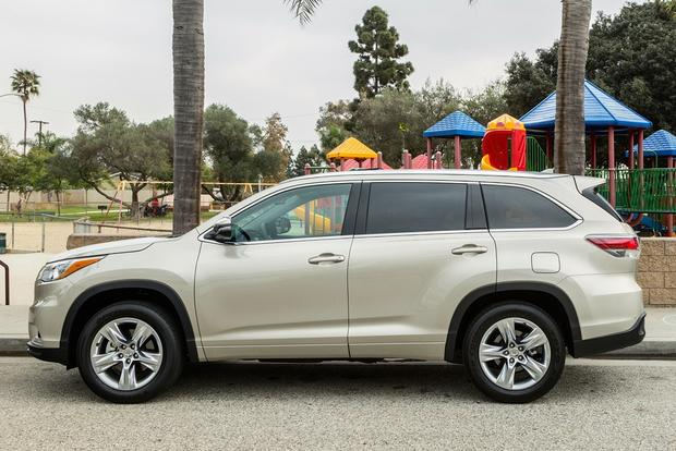 2014 Toyota Highlander vs. 2014 Hyundai Santa Fe: Which Is Better? featured image large thumb10