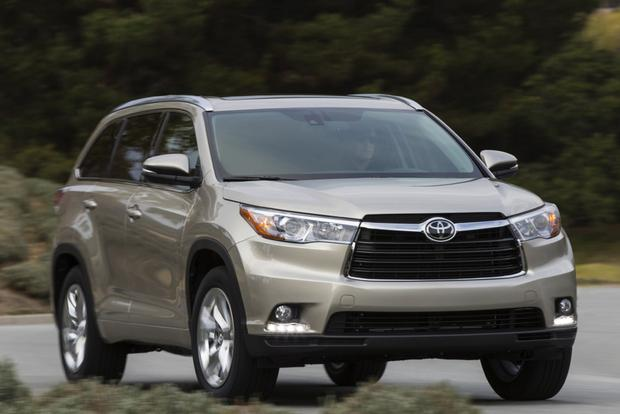 2014 Toyota Highlander vs. 2014 Chevrolet Traverse: Which Is Better? featured image large thumb0