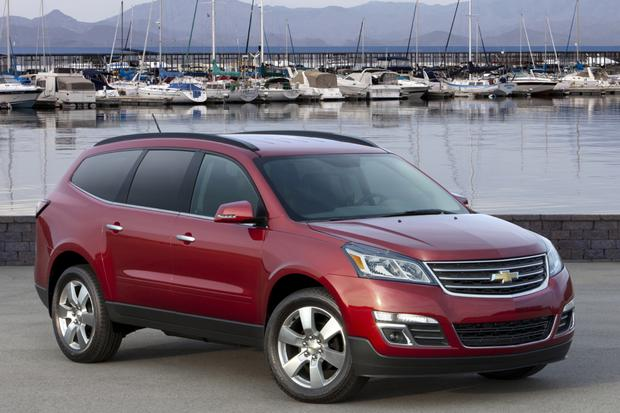 2014 Toyota Highlander vs. 2014 Chevrolet Traverse: Which Is Better? featured image large thumb1