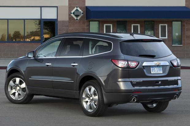 2014 Toyota Highlander vs. 2014 Chevrolet Traverse: Which Is Better? featured image large thumb2