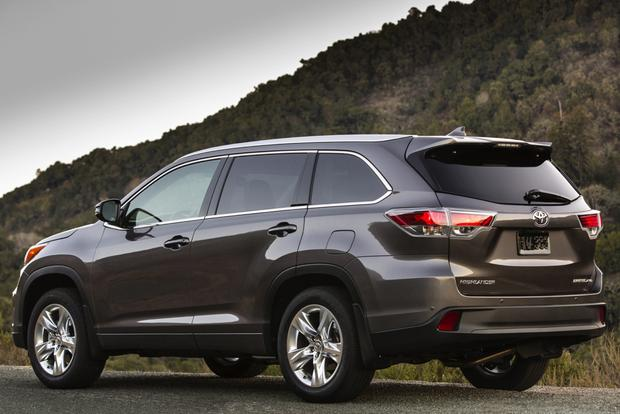 2014 Toyota Highlander vs. 2014 Chevrolet Traverse: Which Is Better? featured image large thumb3
