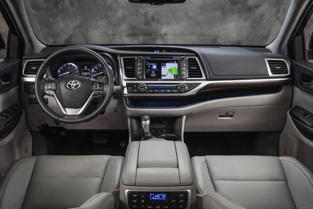 2014 Toyota Highlander vs. 2014 Chevrolet Traverse: Which Is Better? featured image large thumb8