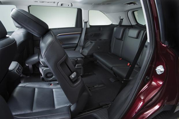 Toyota Highlander Seating >> 2014 Toyota Highlander New Car Review Autotrader