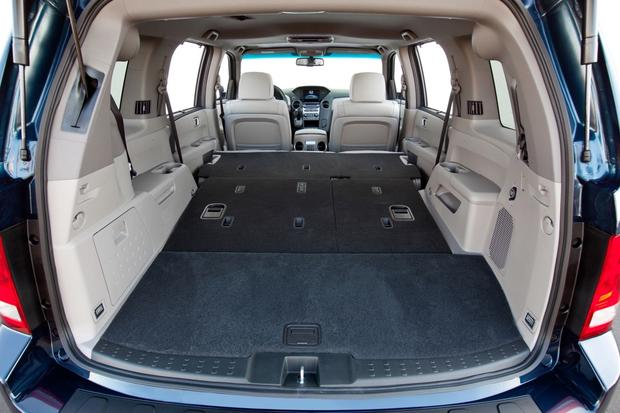 2014 Toyota Highlander vs. 2014 Honda Pilot: Which Is Better? featured image large thumb8