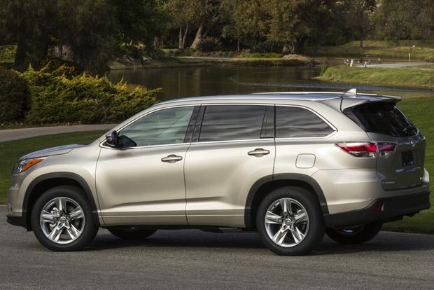 Honda pilot vs toyota highlander autos weblog for Honda crv vs toyota highlander
